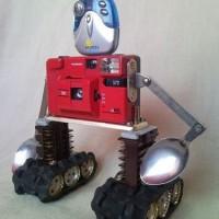 Kárpáti Zoltán: Újrahasznosított fényképezőgép robot
